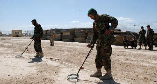 Soldati alla ricerca di mine