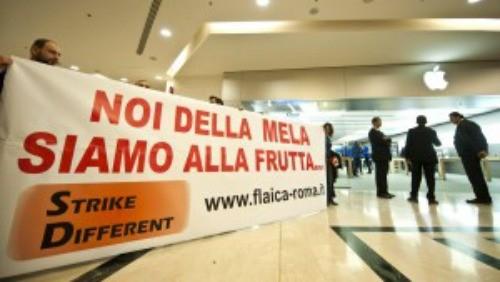 Proteste all'Apple Store di Roma Est