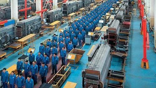Risultati immagini per operai fabbrica