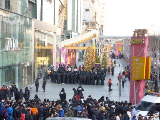 Cina, coda e disordini per l'iPhone 4S