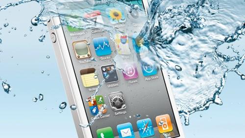 Apple accetterà la permuta degli iPhone danneggiati dall'acqua: conviene o no?