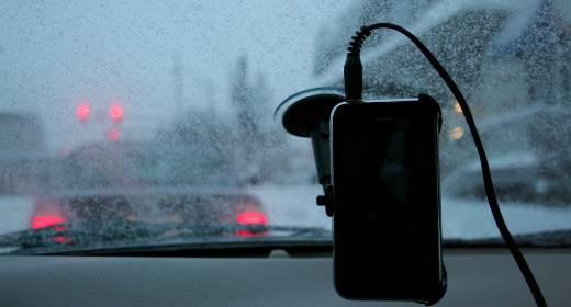 iPhone in auto