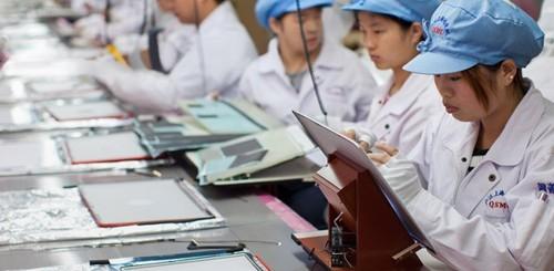 Apple, lavoratori asiatici