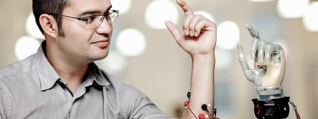 Braccia robotiche controllate con il pensiero