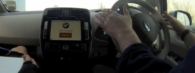 Nissan Leaf guidata tramite iPad