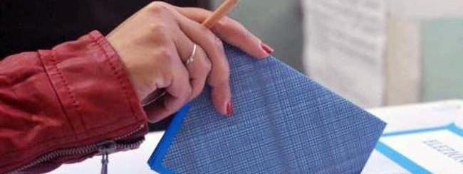 scheda elettorale e matita