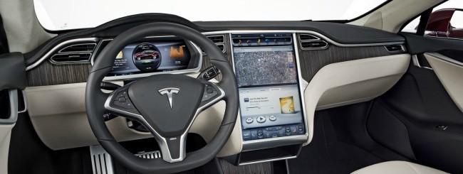 Tesla Model S, gli interni