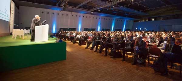 Il Presidente di NetComm, Roberto Liscia, apre i lavori all'e-Commerce forum a Milano.