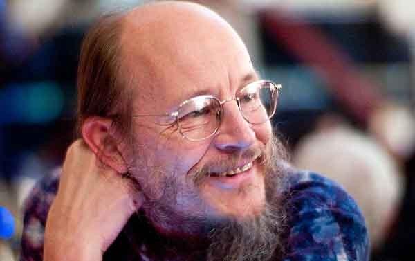 John Gilmore, è uno dei fondatori di Cypherpunks, creatore della mailing list. Oggi si occupa della Electronic Frontier Foundation.