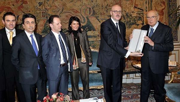 29 febbraioi 2012: Il Presidente Napolitano premia Francesco Caio in qualità di Amministratotre delegato di Avio, per illustrare il progetto della missione spaziale Vega.