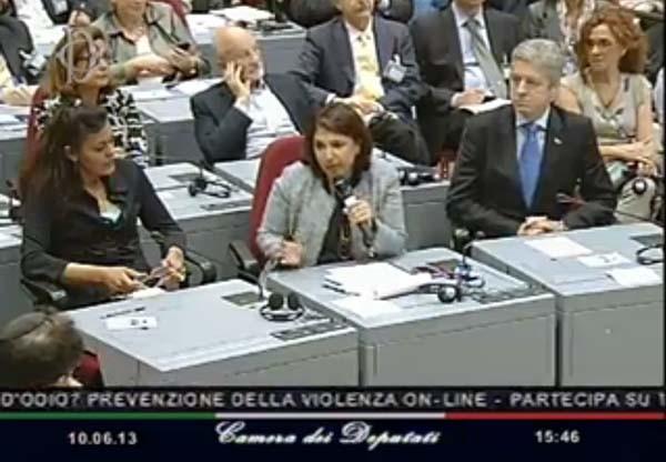Subito dopo l'intervento di Rodotà, hanno parlato la mamma di Carolina e un altro genitore. Non si poteva fare sgarbo più grande al relatore, che si era sforzato (inutilmente) di mettere il dibattito sui piani giusti.