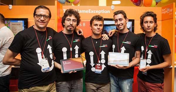 Il team di Ulixes in Russia con il loro mentor. Il premio pemetterà agli studenti di sviluppare la loro applicazione, a partire dal Windows Phone, la X-Box e il Kinect.