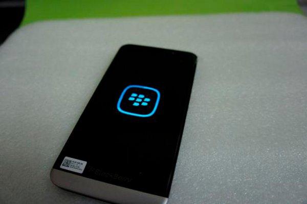 La parte posteriore del BlackBerry A10