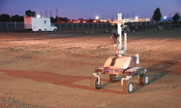 Il rover K10 guidato da un astronauta sulla ISS.