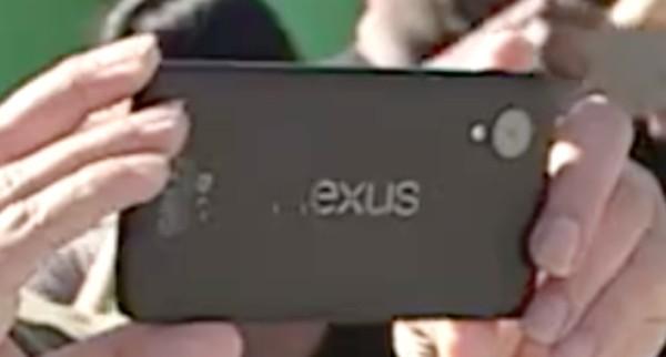 Il nuovo Nexus 5 leaked, con logo LG e grande obiettivo