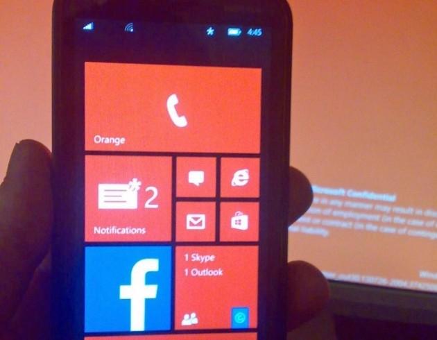 L'immagine mostra la live tile relativa al centro notifiche di Windows Phone 8.1.