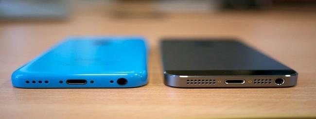 iPhone 5C blu e iPhone 5S grigio