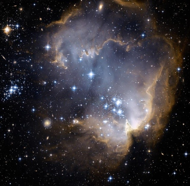 La foto dell'ammasso stellare NGC 602 scattata dal telescopio Hubble.