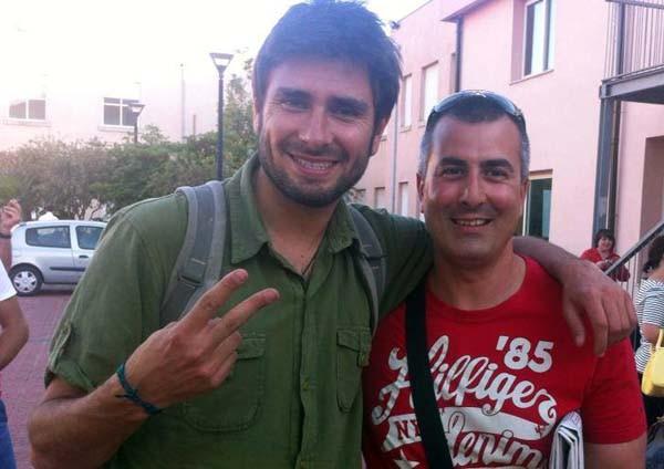 Francesco Giganti (a destra nella foto) insieme ad Alessandro Di Battista, uno dei più popolari deputati del M5S, durante un meetUp lo scorso settembre. Giganti è iscritto dal marzo 2013.