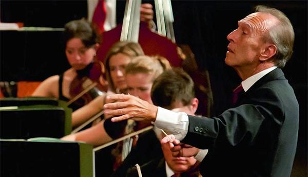 Claudio Abbado durante un concerto