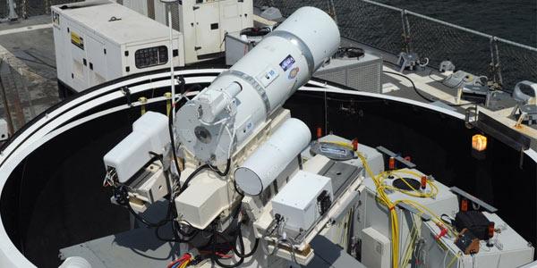 L'arma laser temporaneamente installata sulla USS Dewey a San Diego