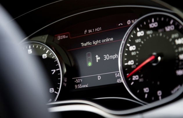 Audi Online Traffic Light Information System nella Audi A6 Saloon.