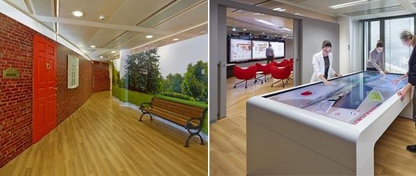 Vodafone ha costruito un village che fin dalla prima sala riproduce un ambiente familiare. Insieme a questo, però. anche molta tecnologia, come (a destra) la sala con il tavolo touch.