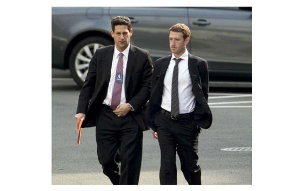 Washington, 21 marzo 2014, ore 13: Mark Zuckerberg arriva alla Casa Bianca per incontrare Barack Obama. L'incontro è il frutto della telefonata del 13 marzo nel quale il CEO di Facebook ha duramente criticato l'amministrazione sul caso NSA.