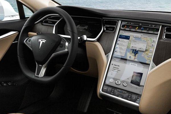 Monitor su Tesla Model S