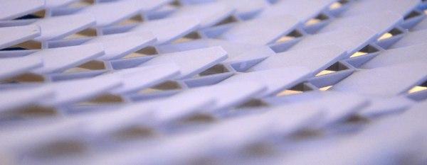 La copertura con moduli fotovoltaici esagonali