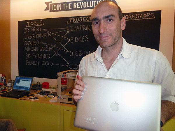 """Francesco Colorni, di FabLab. Al Salone Satellite ha annunciato l'intenzione di """"hackerare"""" una cucina per superare gli attuali confini della domotica."""