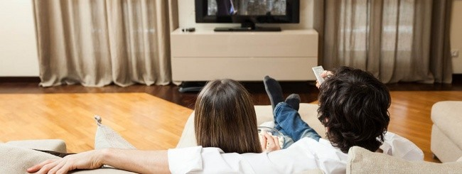 Coppia guarda un film