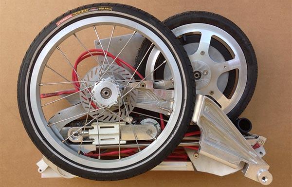 Ecco il prototipo di Bike Intermodal, la bicicletta che una volta piegata occupa lo spazio di una ventiquattrore