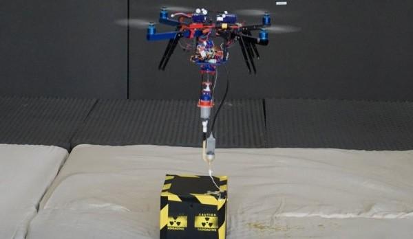 Il drone equipaggiato con un dispositivo per la stampa in 3D