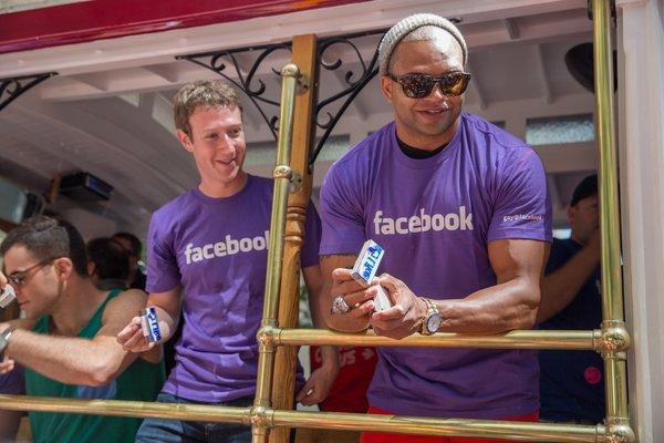 Mark Zuckerberg al Gay Pride di San Francisco