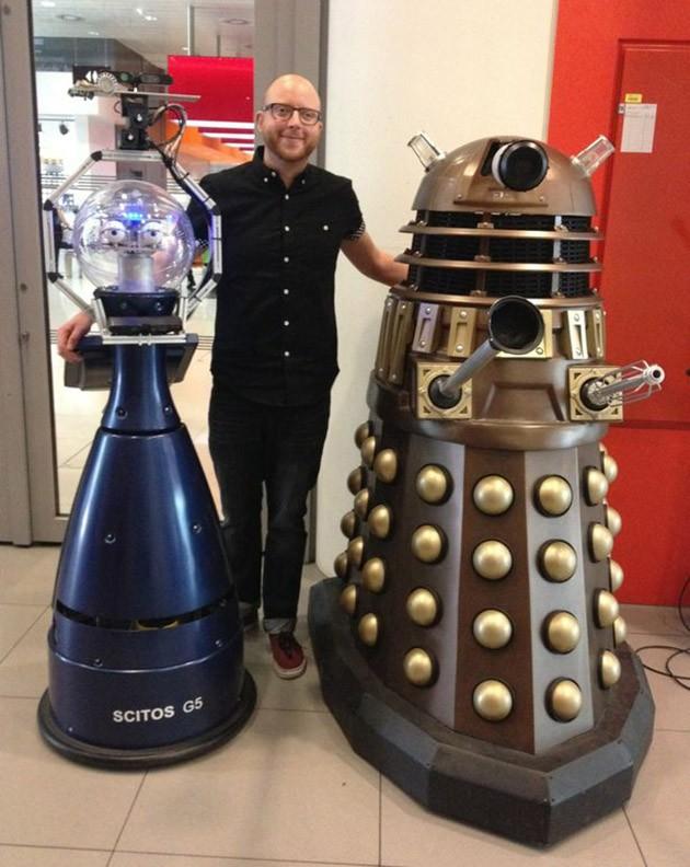 Bob (a sinistra) e un Dalek (a destra).