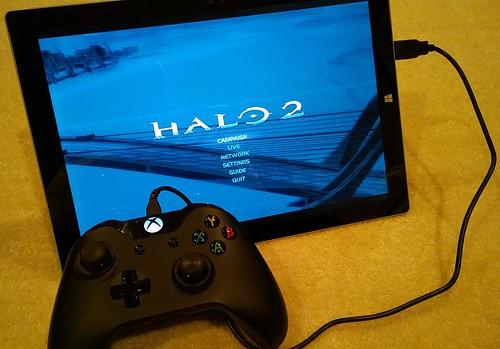 Il controller della Xbox One può essere collegato al Surface Pro 3.