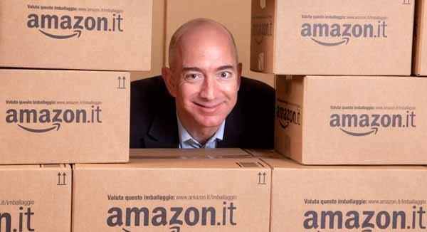 Jeff Bezos, 50 anni, è il fondatore de CEO di Amazon e uno dei venti uomini più ricchi del mondo. Tra i suoi più fidati collaboratori, l'italiano Diego Piacentini, che ha contribuito a portare Amazon in Italia. I suoi magazzini sono a Castel San Giovanni (Pc).