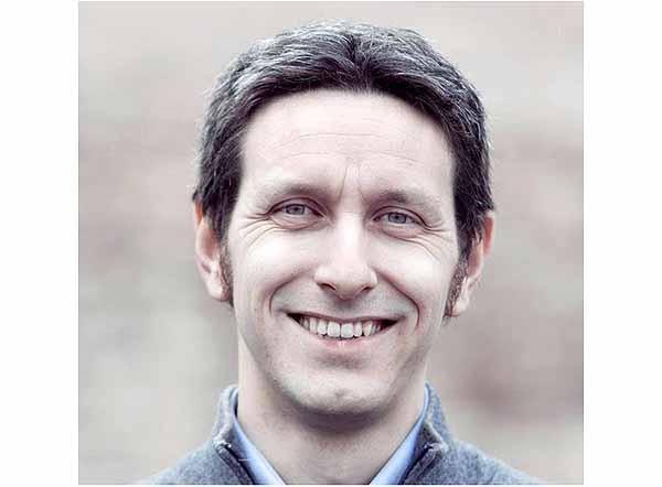 Giovanni Paglia, 34 anni, laurea in scienze politiche e bancario, è il primo firmatario della mozione sui Bitcoin. Deputato di SEL dal 2013, è subentrato a Sergio Boccadutri (passato al PD) alla tesoreria del partito di Nichi Vendola.