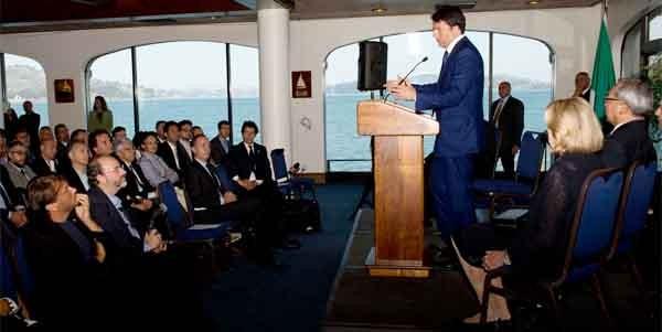 Matteo Renzi al San Francis Yacht Club ha incontrato 150 startup italiane che si sono sviluppate nella bay area. Il suo messaggio ha sorpreso tutti: li ha invitati a continuare il loro lavoro senza preoccuparsi di tornare in Italia.