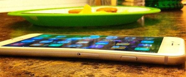 iPhone 6 deformato