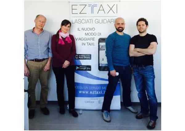 EzTaxi è una startup fondata nel 2012. Il Ceo è Tommaso Lazzari (il primo da destra), ingegnere con un'esperienza presso il quartier generale di Uber in silicon valley.