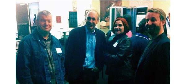 La foto scattata ieri sera al Computer History Museum. Steve Faulkner insieme a sir Tim Berners-Lee, componenti del gruppo W3C che ha emanato gli standard dell'HTML5.