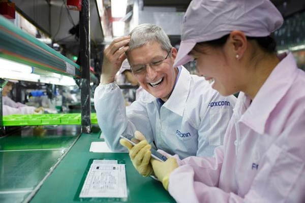 Tim Cook in Foxconn