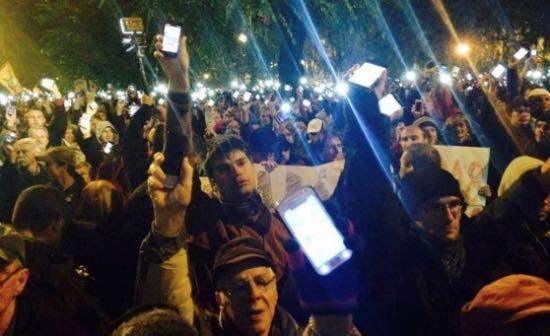 L'Ungheria tassa internet e la piazza si infiamma