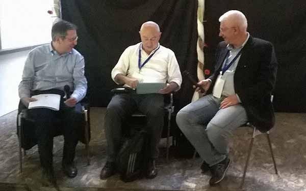 """Da sinistra: il sindaco di Pisa, Marco Filippeschi, il direttore dell'Internet Festival, Claudio Giua e Michele Vianello, autore del libro """"Come costruire città intelligenti""""."""