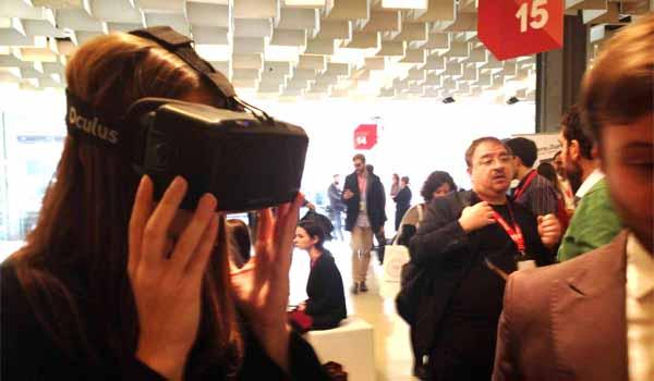 Il sistema Oculus è stato sfruttato da Amadeus, multinazionale del turismo, con una propria applicazione. I device indossabili (occhiali, orologi, braccialetti) sono il futuro prossimo dell'esperienza turistica, sia nella fase di acquisto che di servizio al consumatore durante il viaggio.