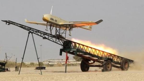 Il drone sviluppato dai militari iraniani durante un'esercitazione nel sud del paese