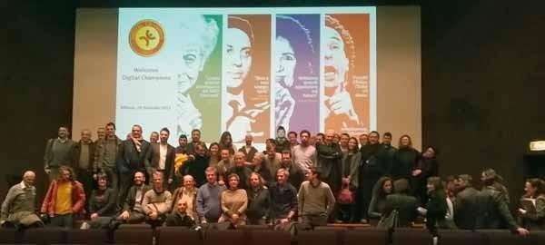 Foto di gruppo dei Digital Champion lombardi, riunitisi a Milano al Museo della Scienza e della Tecnica, luogo che ha stretto un accordo di collaborazione con l'associazione. Riccardo Luna ripeterà questi incontri per tutte le regioni italiane.
