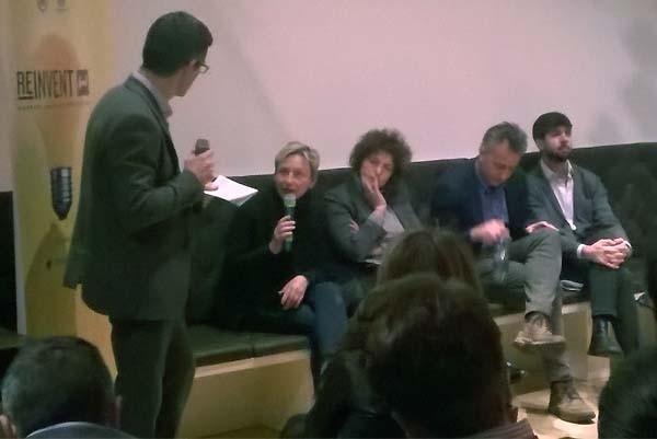 Una delle tavole rotonde ieri a Milano per Reinvent Food. Da sinistra, il giornalista Guido Romeo intervista Paola Sucato, Sara Roversi, Andrea Casalini e Claudio Monteverdi.